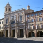 Offida,-porticoes-on-the-main-piazza