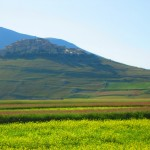 Castelluccio-overlooks-chromatic-splendor