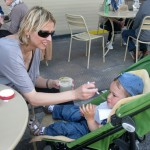 Mothers-and-small-children-enjoy-Cantine-Aperte,-too