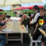 Visitors-of-all-ages-at-Cantine-Aperte-near-Orvieto