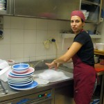 Elisa-takes-over-in-the-kitchen,-too